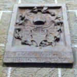 Grb Čakovca u atriju Starog grada Đurđevca